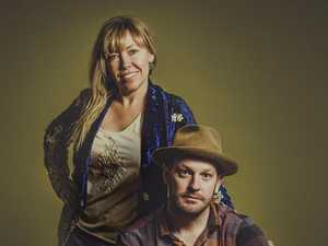 Country music duo spinning yarns on tour