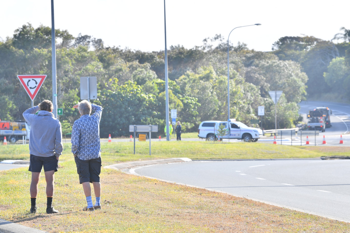 Residents are lined up waiting for the police to open the roads so they return to their Peregian homes after two nights. Photo: John McCutcheon
