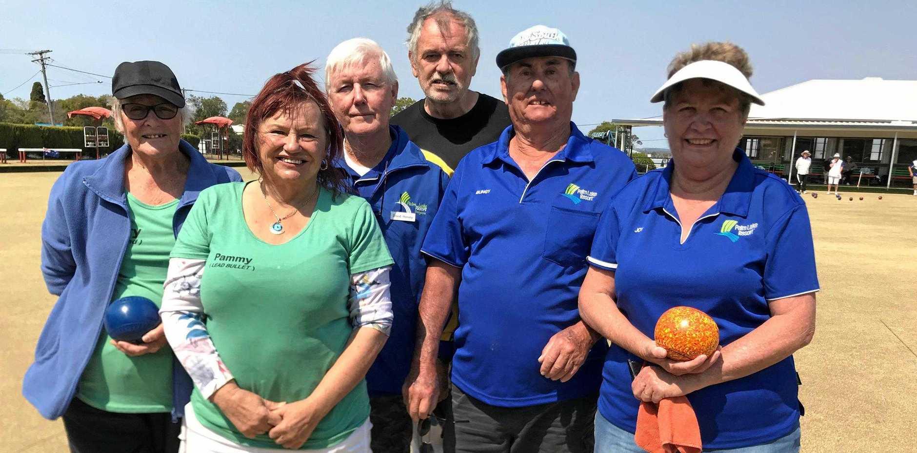 Mary Galloway, Pam Walker, David Harvey, Angus Walker, Bungy and Joy Williams on the green.