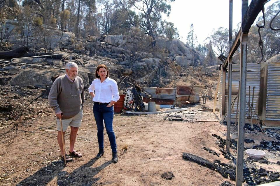 Queensland Opposition Leader Deb Frecklington met with Kim Vogel, who lost his house to the Stanthorpe fires.