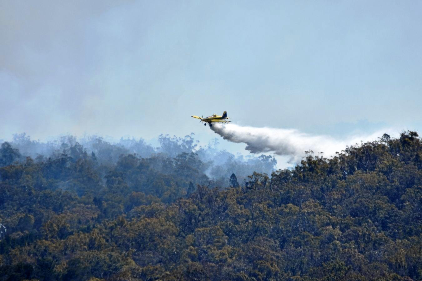 Stanthorpe fires. Water bombing. Photograph Sandra McEwan Photography