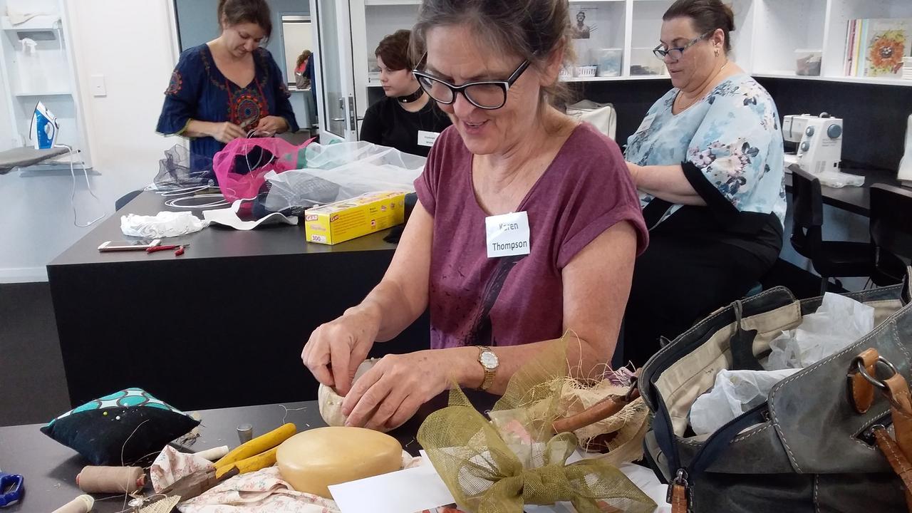 Karen Thompson at Emu Park Galleries recent workshop