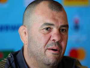 Cheika bristles at Mortlock criticism