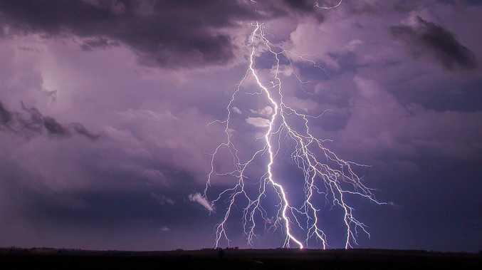 Storm warning: Lot of lightning, very little rain