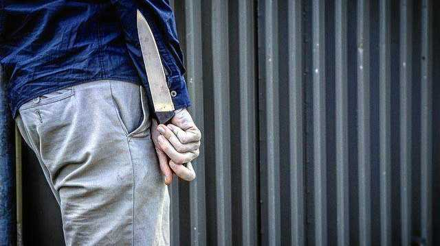 Man in 'manic state' chased people in hospital with knife