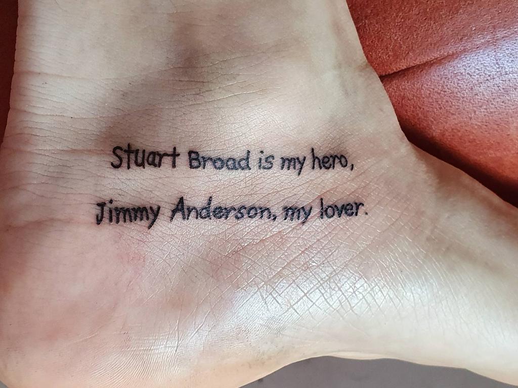An Ashes fan shows off his unique body art.