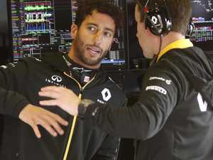 Renault's last gamble to keep Ricciardo