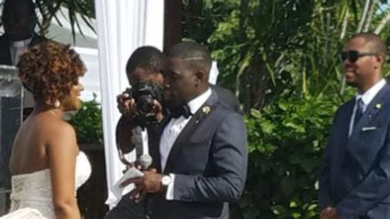 Photo of a couple exchanging vows baffles Twitter users. Can you spot the optical illusion?