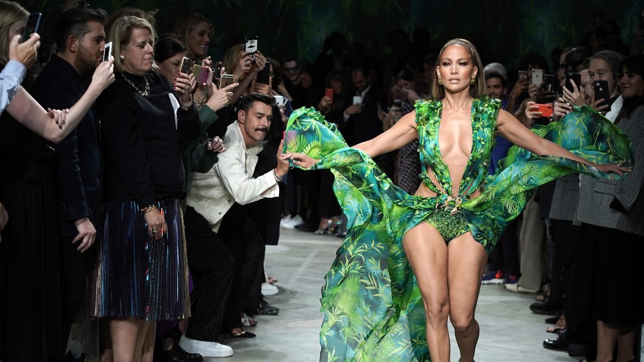 Jennifer Lopez stuns on the runway at the Versace show during the Milan Fashion Week as she recreates the same dress she wore at the 2000 Grammy Awards. Picture: Vittorio Zunino Celotto/Getty Images