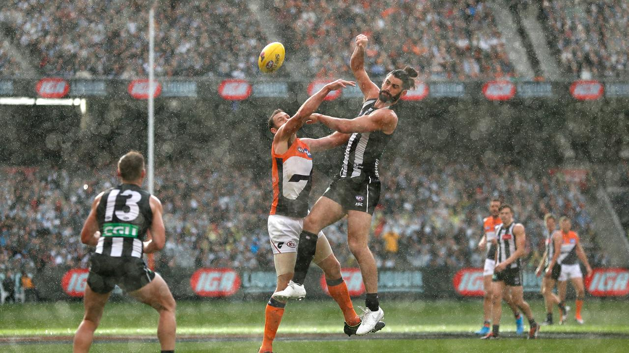 Shane Mumford battled gallantly against Brodie Grundy. Picture:
