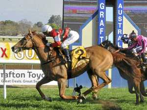 MAGIC TOUCH: Tamworth trainer wins as two tie for second