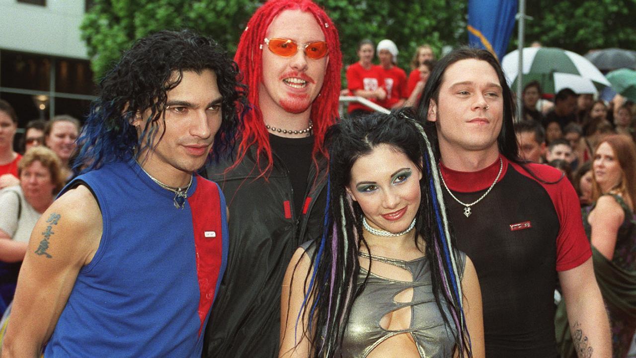 Killing Heidi at the 2000 ARIA Awards — Adam Pedretti, Jesse & Ella Hooper & Warren Jenkins. Pic: Mick Tsikas.