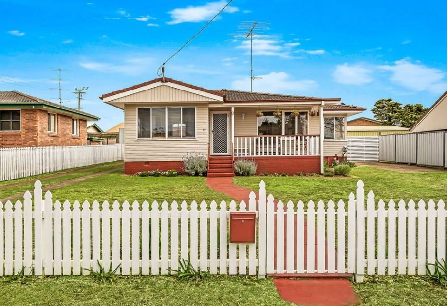 39 Catto Street, Centenary Heights, Qld 43504 bedrooms1 bathroom2 garage spaces 751 m HouseNOW Above $339,000