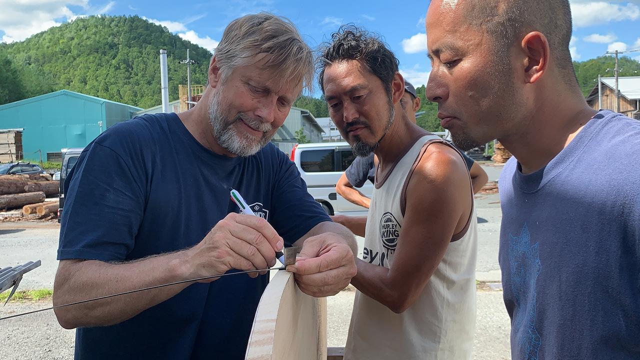 Tom Wegener teaches shaping in Japan.