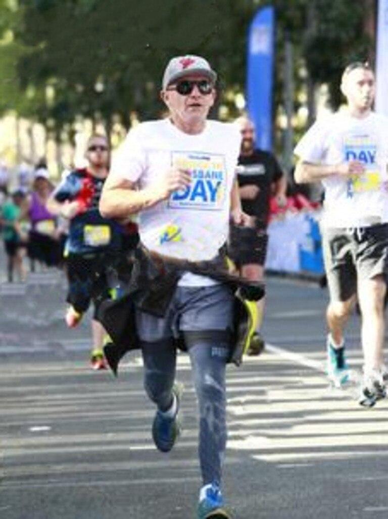 Paul Reball running in the Bridge to Brisbane.