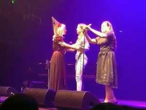 Toowoomba girl shares stage with Australian pop singer