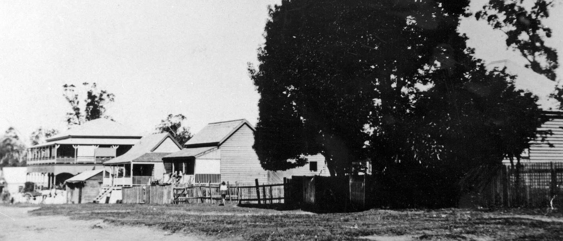 Hotel and adjacent houses in Simpson Street, Beerwah, ca 1918. The view from the sawmill office (present Mill Park site) showing Simpson's two-storey Beerwah Hotel and houses rented by sawmill workers.