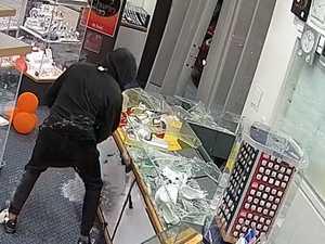 Moment brazen thieves hit jeweller caught on CCTV