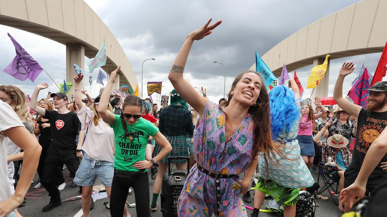Extinction Rebellion Protest on William Jolly Bridge, Brisnane. Pic Annette Dew