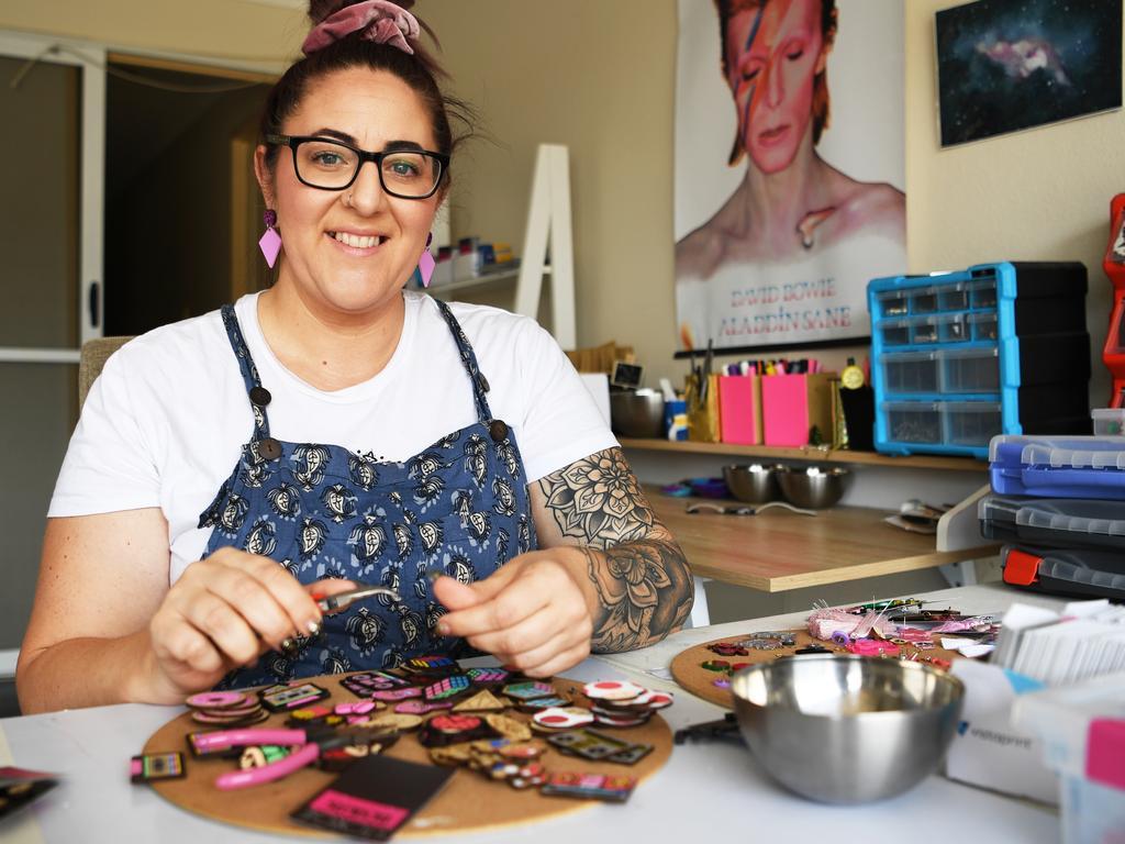 Dominique White makes earrings. PHOTO: Allan Reinikka.