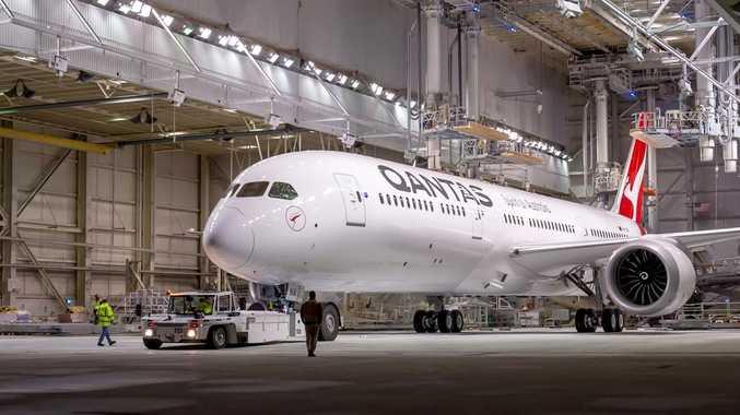 Qantas makes history with epic non-stop flight