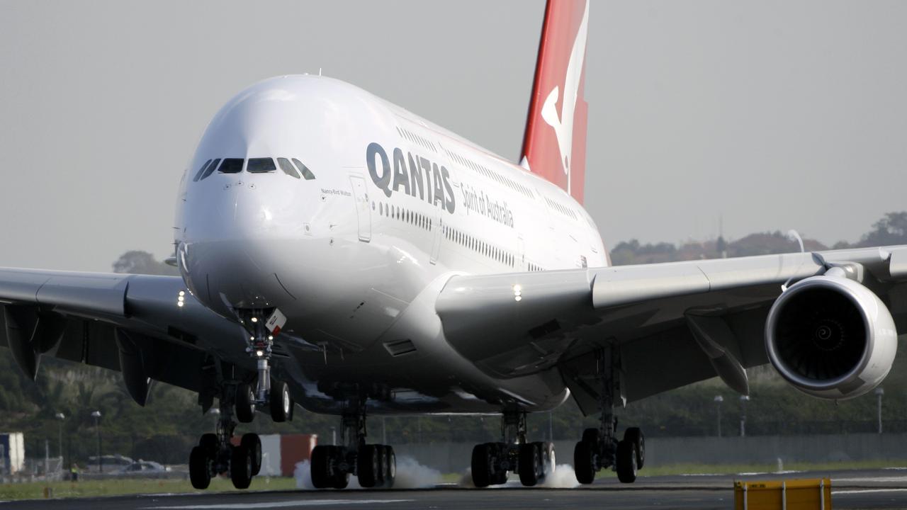 A Qantas Airbus A30.
