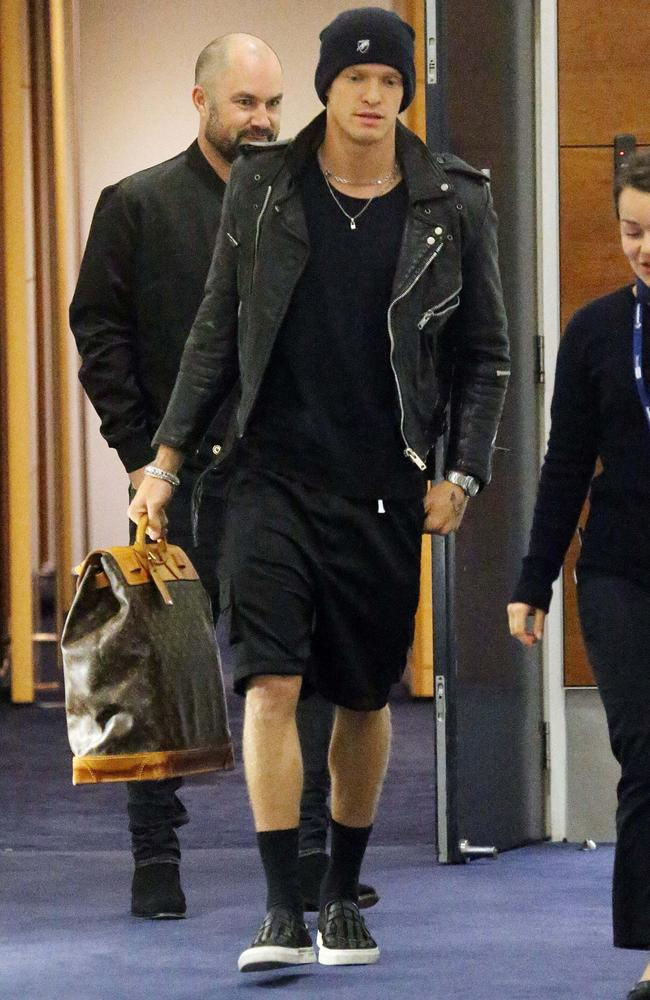 Cody Simpson jets into Sydney Airport today. Picture: MATRIX