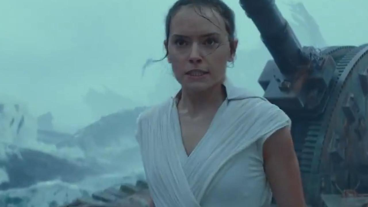 Rey appears to team up Kylo.