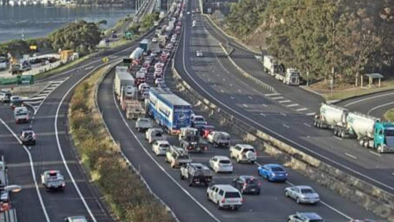 M1 Pacific Motorway (Hawkesbury River) https://www.livetraffic.com/desktop.html#cameraview