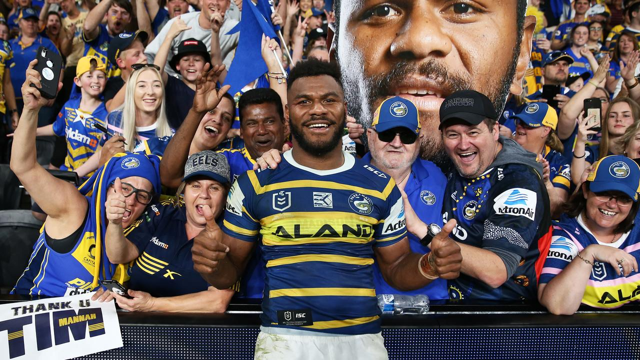 Maika Sivo of the Eels celebrates with fans following the Second NRL Elimination Final between the Parramatta Eels and the Brisbane Broncos at Bankwest Stadium in Sydney, Sunday, September 15, 2019. (AAP Image/Brendon Thorne) NO ARCHIVING, EDITORIAL USE ONLY
