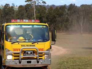 Grass fire affecting Warrego Hwy in Lockyer Valley