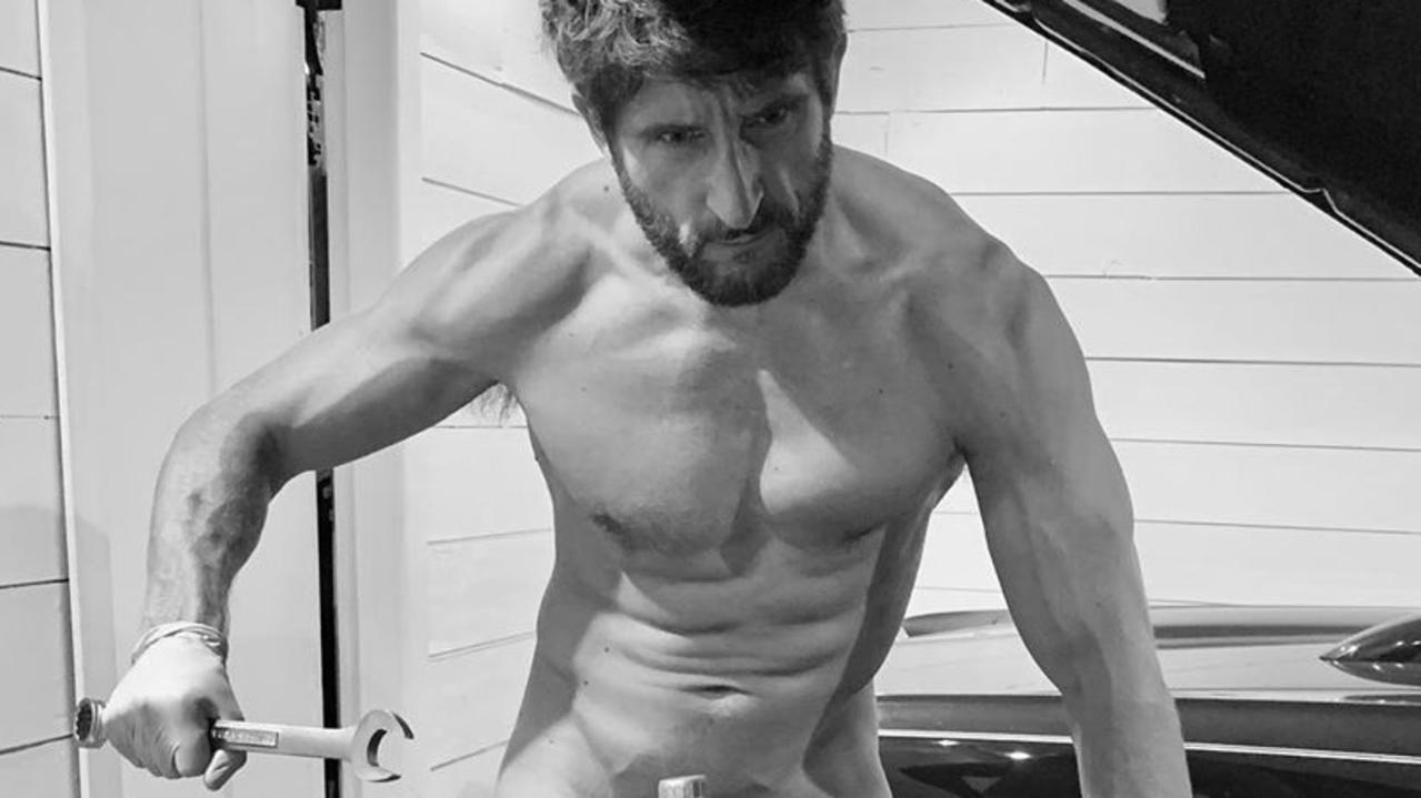 Jonathan LaPaglia poses nude on Instagram.