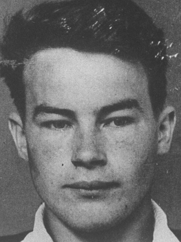 Milat's first adult mugshot, aged 19.