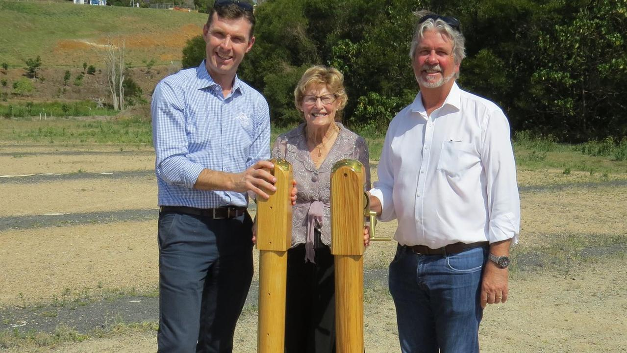 Tennis NSW CEO Lawrence Robertson joins Tennis Terranora's Joan Nicoll and president Rob Nienhuis with two of the Wimbledon net posts which will be featured on grass courst being established at the club complex.