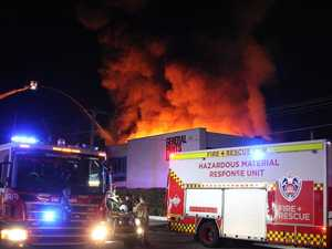 100 firefighters rush to huge Sydney fire
