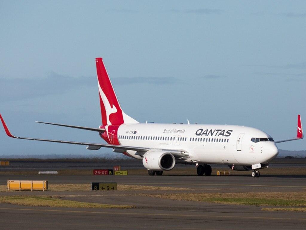 Qantas Boeing 737.