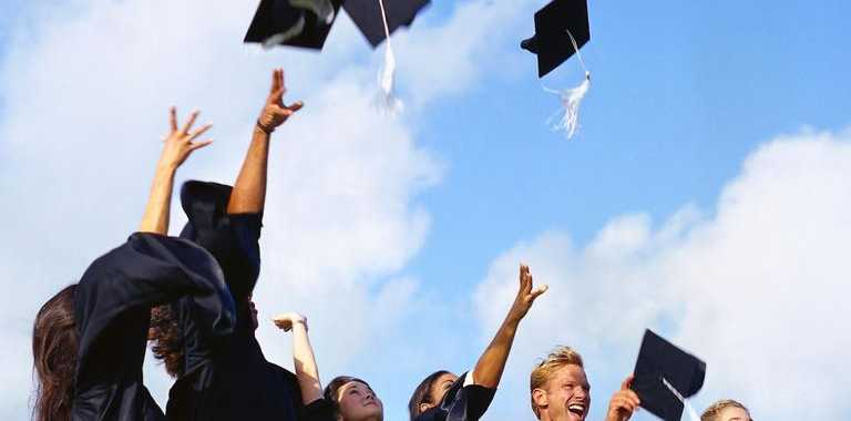 The Australian Government will pay for extra Toowoomba scholarships.