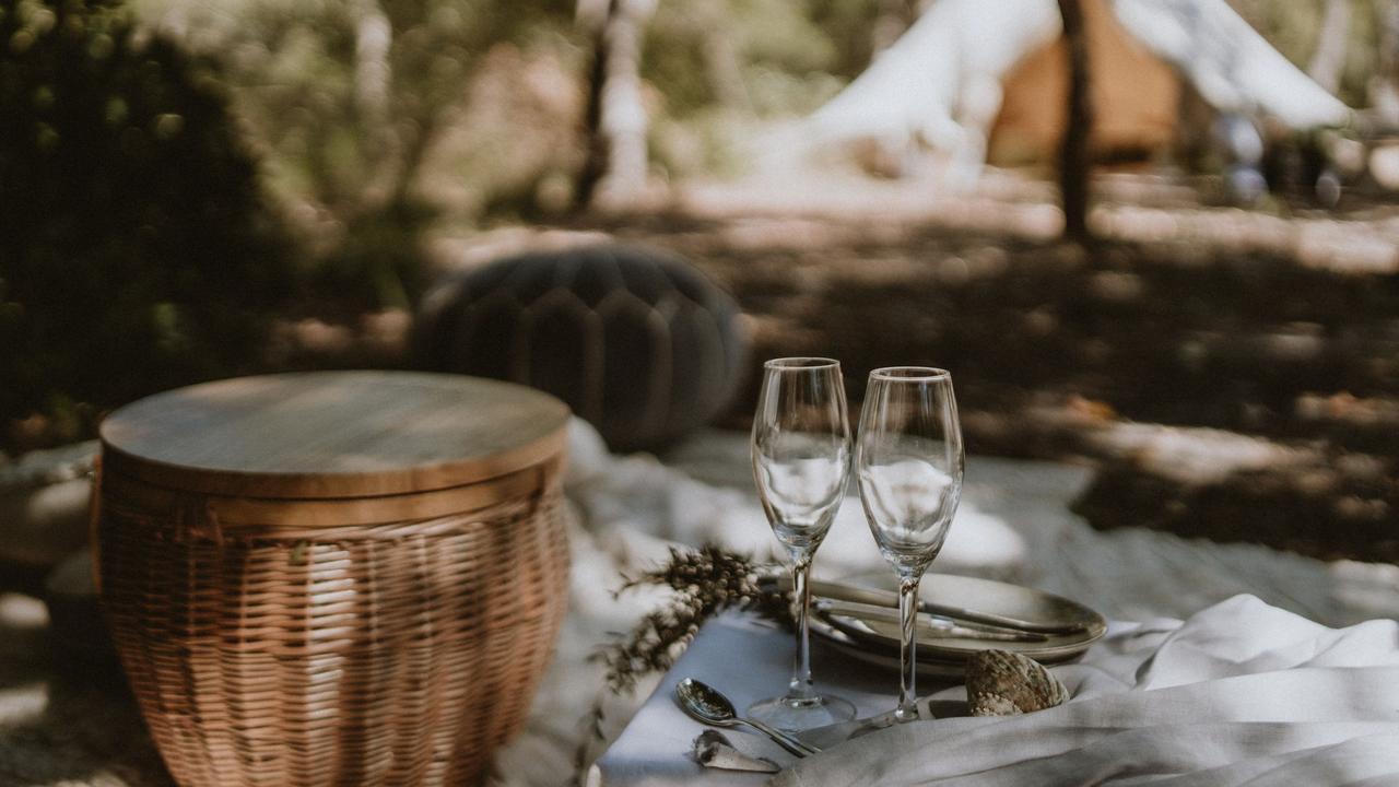 Romantic settingPHOTOGRAPHYThe Amber Light Photography