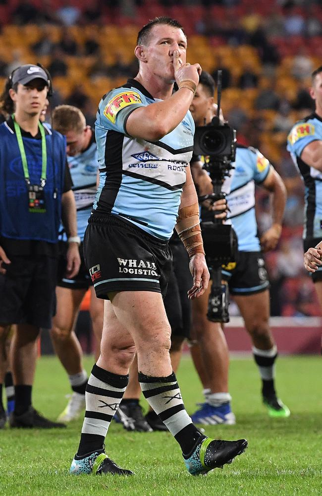 Paul Gallen silences the Suncorp Stadium crowd after kicking a conversion. Picture: AAP Image/Dave Hunt
