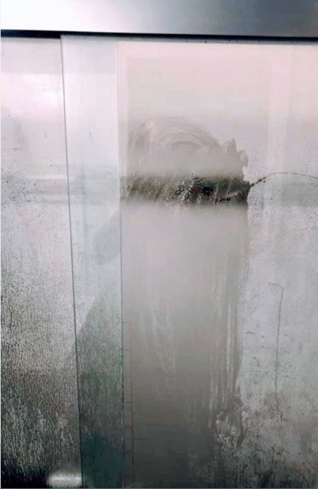 A dad's post about his shower door has been shared thousands of times.