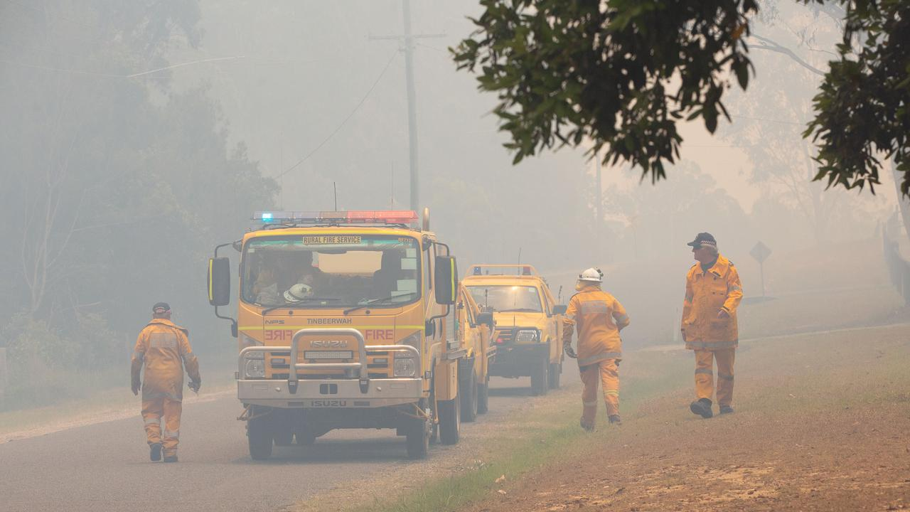 Thick smoke from a bushfire in Noosa, in November 2019. (AAP Image/Rob Maccoll)