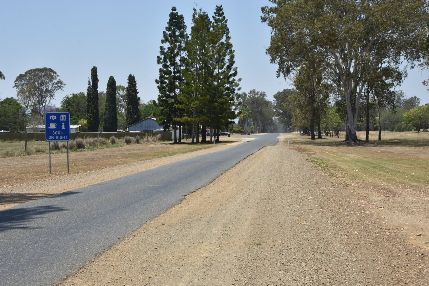 Gladstone Monto Rd looking south towards Ubobo.
