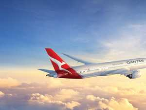 Qantas lands groundbreaking flight