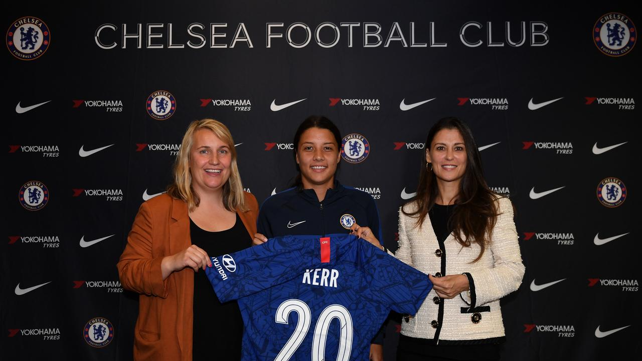 Sam Kerr (C) with Chelsea coach Emma Hayes (L) and club director Marina Granovskaia (R).