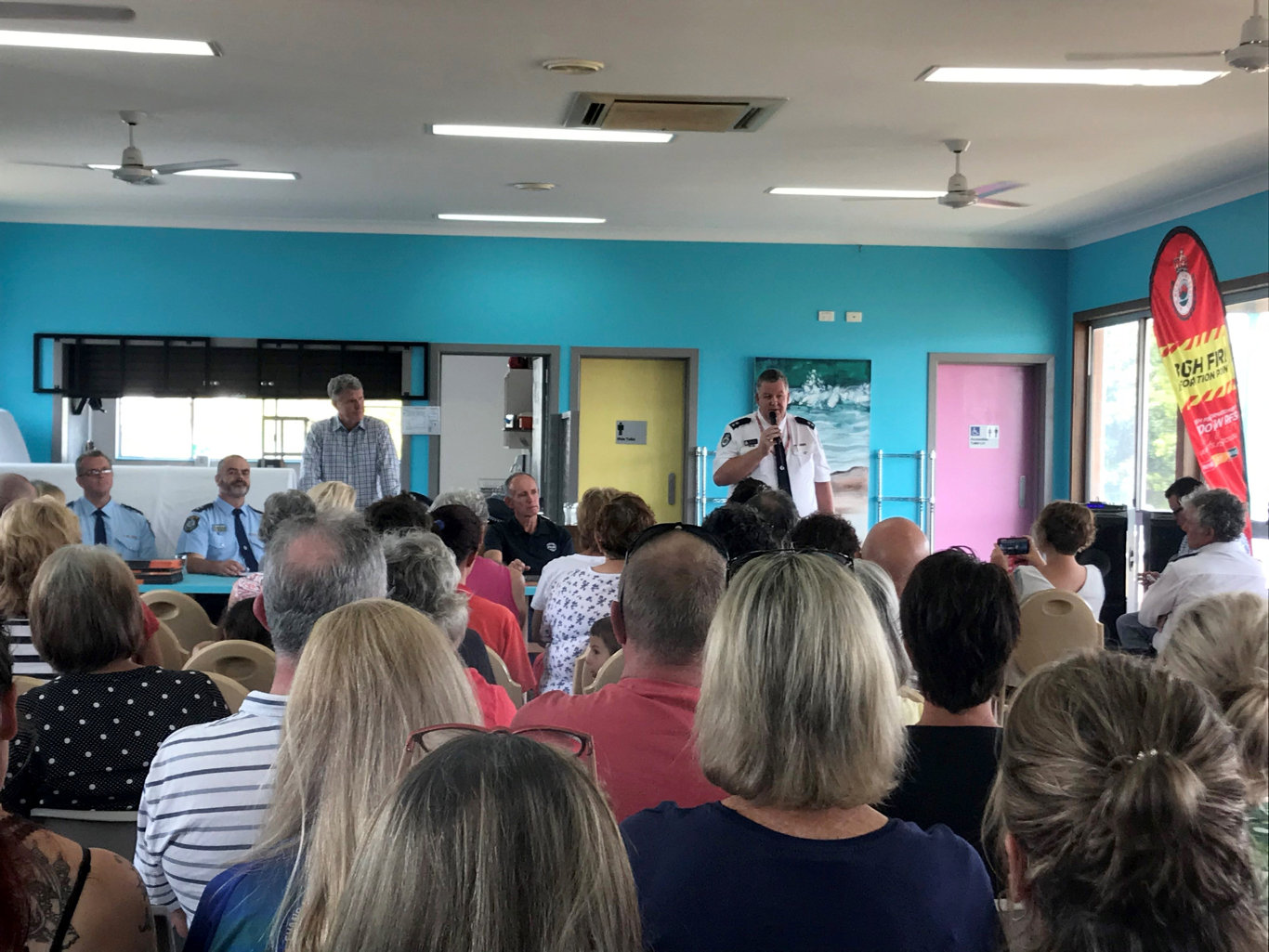 Northern Rivers RFS Superintendent addresses residents at Woodburn.