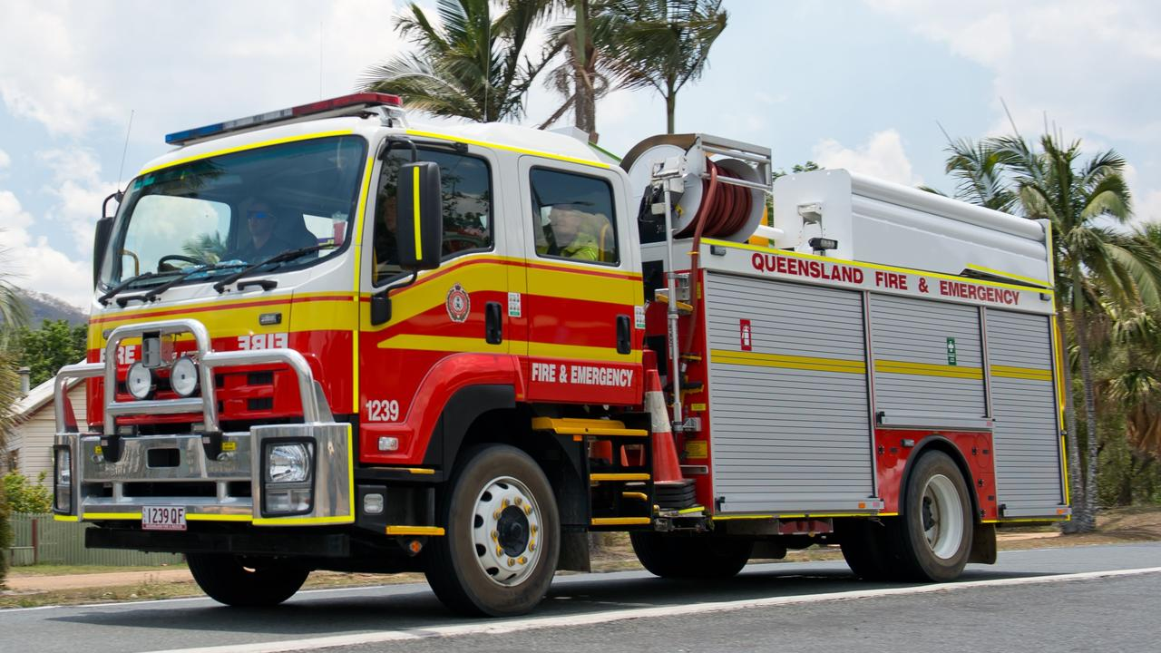 A fire truck returns to Finch Hatton to refill with water. QFES generic