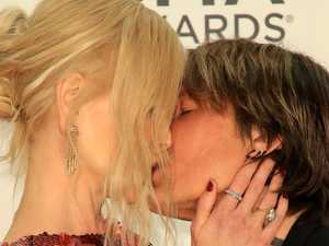 Nicole and Keith's wild PDA on red carpet