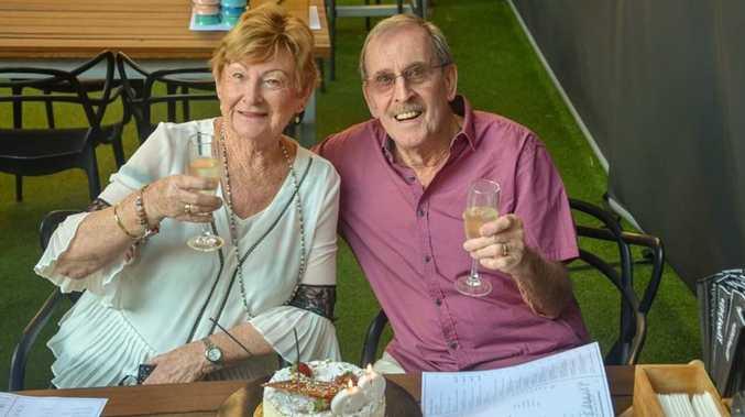 Royal 'diamond' cheers for 60th anniversary