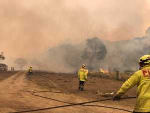 Traffic chaos as bushfires close highways