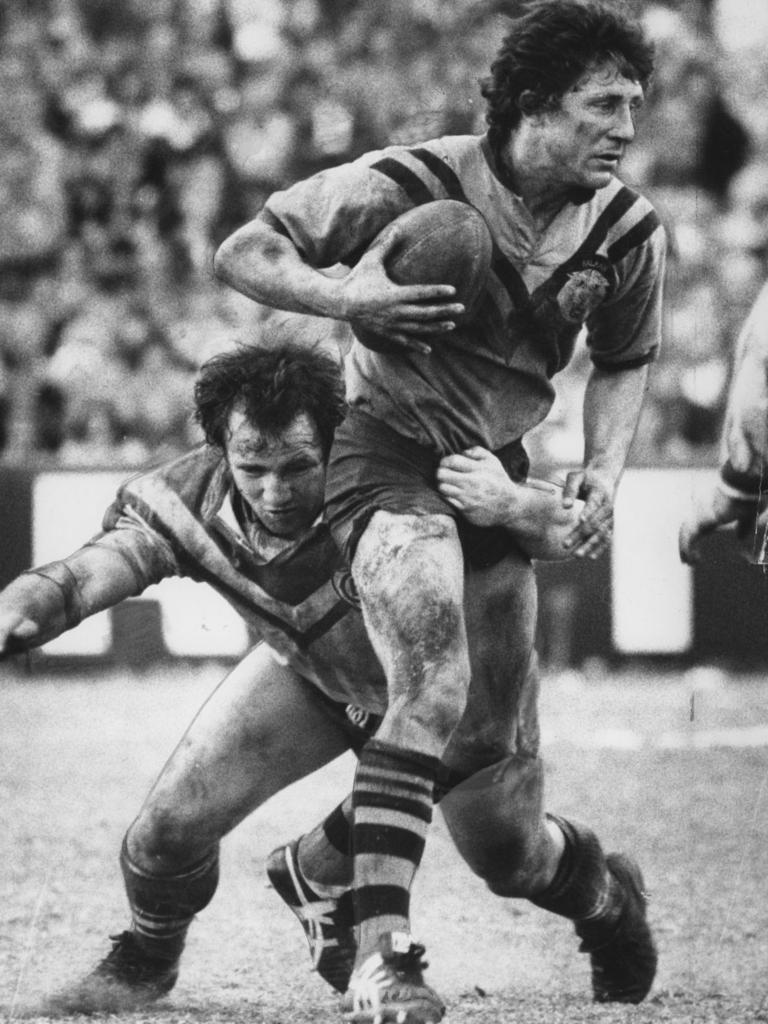 Les Mara (front) in 1975 during a Balmain v Canterbury match at Belmore Oval in Sydney.
